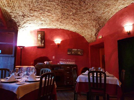 Restaurante Casa Mijhaeli: Cosy interior!