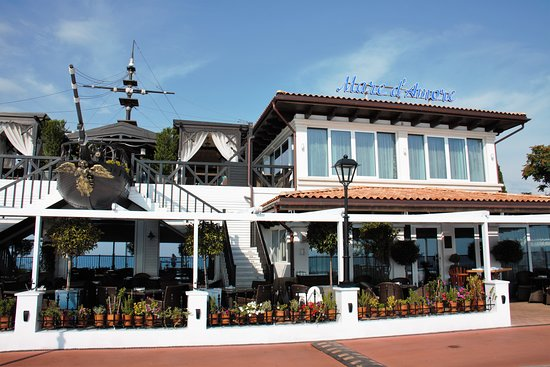 Mare d'Amore: Видовой ресторан,с живыми морепродуктами и обширной винной картой!