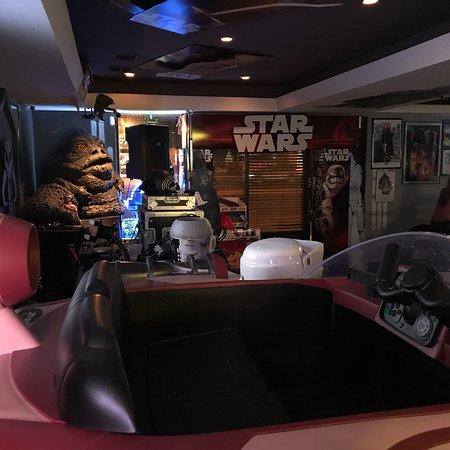 7 Stars Bar & Grill
