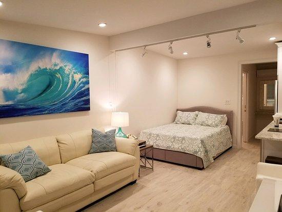 Ocean Vista Resort: Deluxe Queen Bed with Sofa