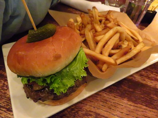 Busboys and Poets: Burger