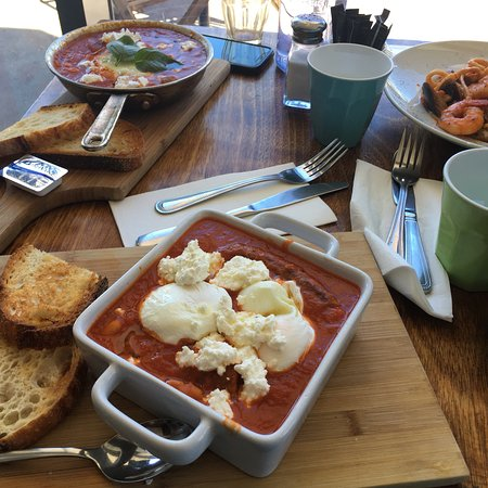 Little Bay, Austrália: We had brunch. I loved the tomato sauce and coffee. The owner and his wife were so nice to talk