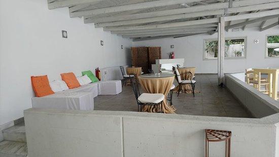 Sun Beach Hotel: Piscine, bar, plage