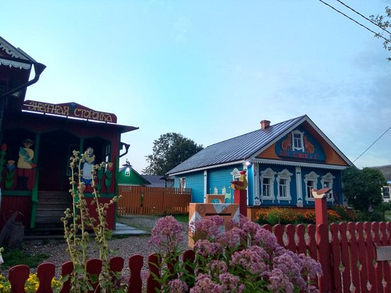 Poultry Yard KurShhavel