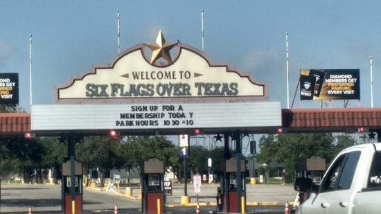 Six Flags Over Texas: Main gate