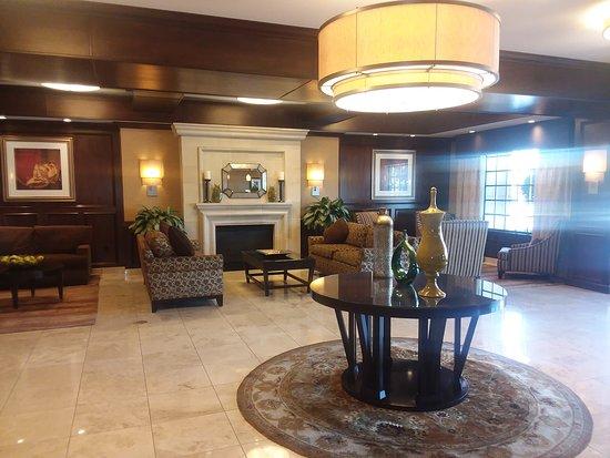 Ayres Hotel & Spa Moreno Valley: The Lobby
