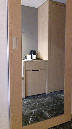 Specchio Bagno Scorrevole.Porta Del Bagno A Specchio Scorrevole Con Rallentatore In