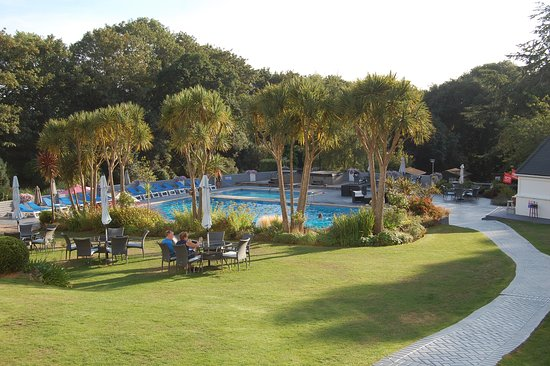 Westhill Country Hotel: Pool, grounds and outside bar/kiosk