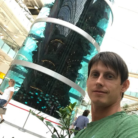The Tallest Cylindrical Aquarium in the World照片