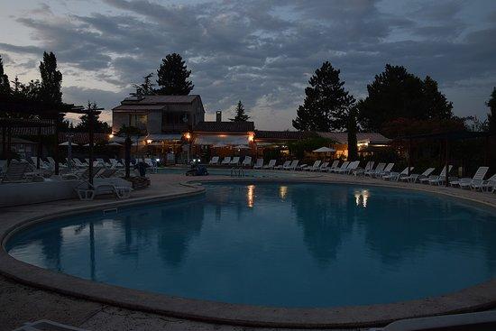 Dauphin, Frankreich: La piscine