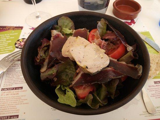 Caussens, France: l'entrée (salade gasconne au foie gras)
