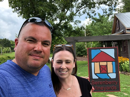 Morganton, جورجيا: Wife and I at Serenberry Vineyards