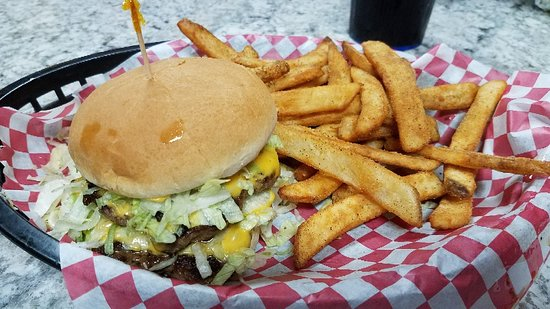 Ashland, MO: The Wood Dawg burger with seasoned fries