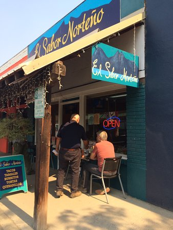 Twisp, WA: Eat inside (with AC) or outside. Locals seem to favor this spot.