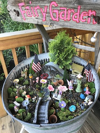 May Kelly's Cottage Restaurant and Pub: Fairy garden