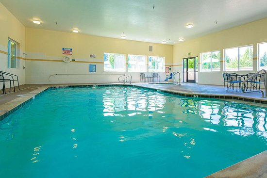 Springfield, OR: Indoor pool with hot tub