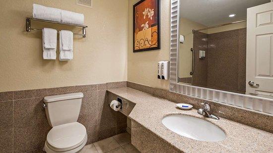 Best Western Regency House Hotel: Guest Bathroom