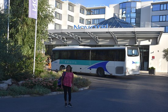 Hotel Novotel Convention & Wellness Roissy Cdg: Outside the hotel.