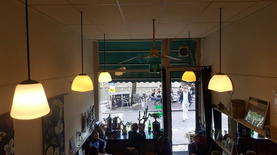 Eetcafe Singel 404: Looking down from upstairs at the tables outside on the canal