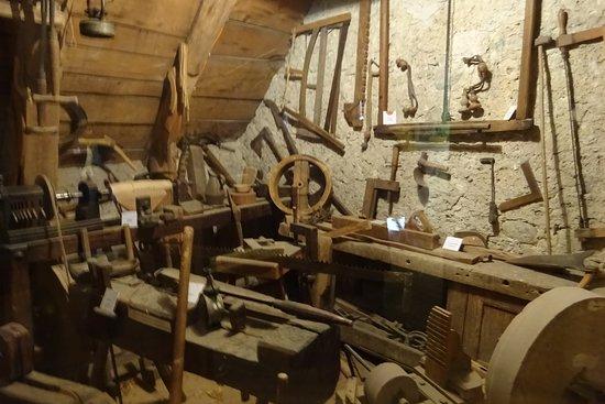 Murat-le-Quaire, ฝรั่งเศส: des outils de menuisier et charpentier