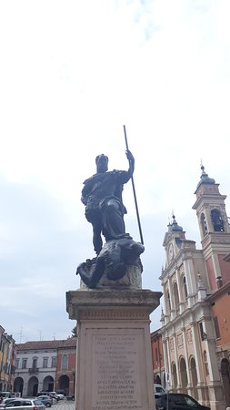 Statua di Ferrante I Gonzaga