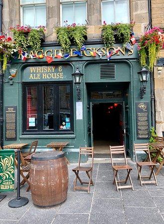 photo1.jpg - Picture of Maggie Dickson's Pub, Edinburgh ...
