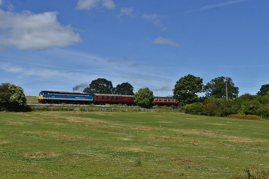 Leeming Bar, UK: Class 47 - 47715 in stunning Yorkshire scenery