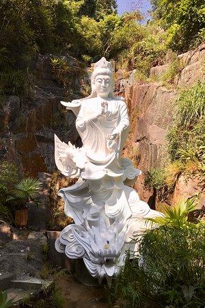 Ten Thousand Buddhas Monastery (Man Fat Sze): White status at the top