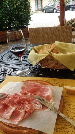 Clauiano, Italia: Trovato per caso vino buonissimo affettati buonissimi