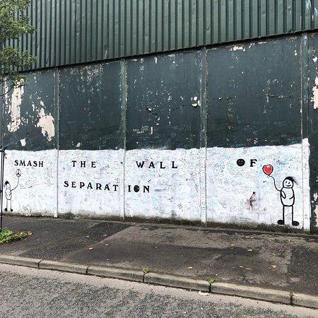 Belfast: Political Conflict 3 hour Walking Tour