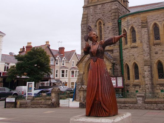 The Queen of Hearts Statue