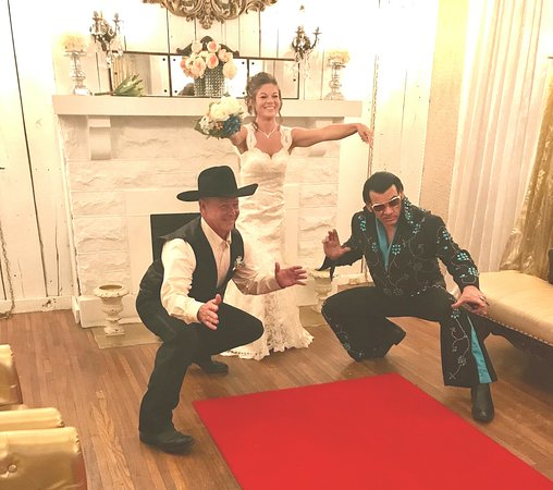 Book Your Elvis Wedding At The Best Of The Wedding Chapels