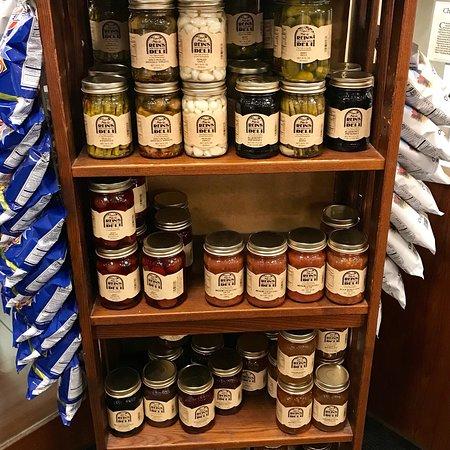 Vernon Rockville, Коннектикут: Retail deli section - great place!