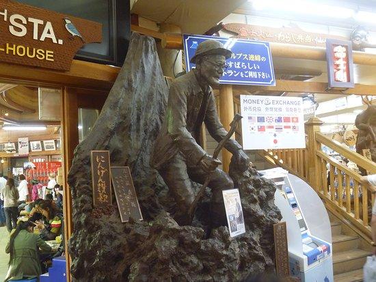 Hyakugosai Fuji Sancho Tohai Statue