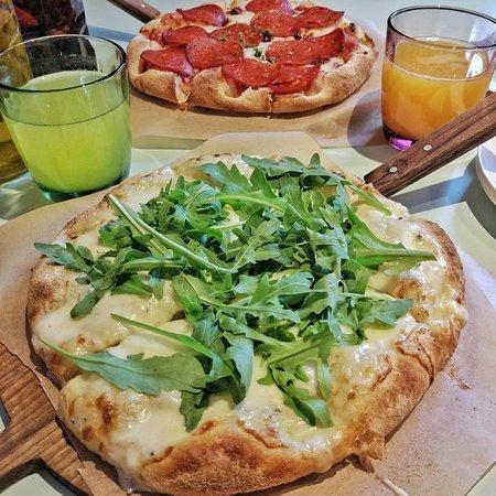 Пицца четыре сыра и пицца Диаболо
