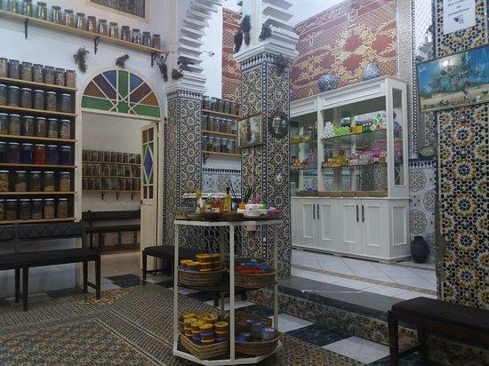 Medina of Tetouan: Farmacia