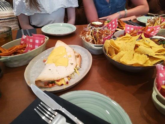 quesedilla kip, taco pulled pork, zoete aardappelfrietjes, nachos
