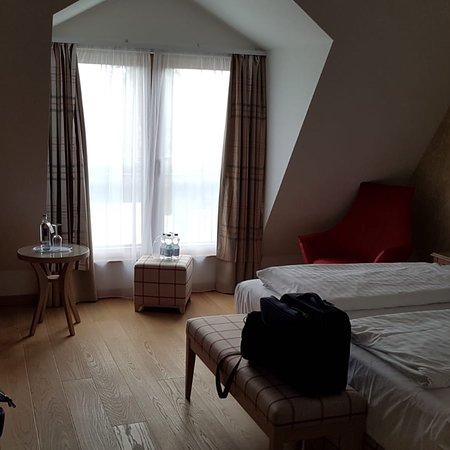 Hotel Poeker: Nagelneues Zimmer im Nebengebäude und Blick in den Garten