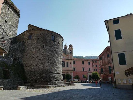 Varese Ligure, Italy: Vista dalla piazza