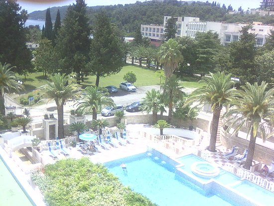 Mediteran Hotel & Resort: The view at the outdoor pool area from the room
