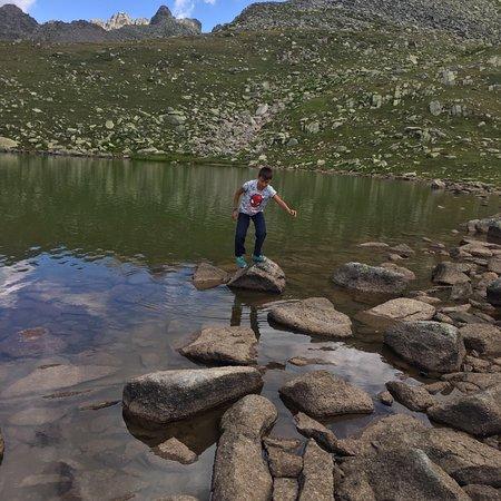 Rize, ตุรกี: Kaçkar dağında kavrun yaylasından mocovit (öküz yatağı) ve büyük deniz (göller) civarına çıkarke
