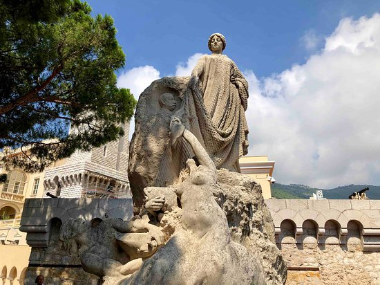 Monaco-Ville, Monaco: Hommage des Colonies Etrangeres Statue 2