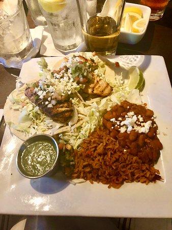 Sierra Bonita Grill: Fish tacos