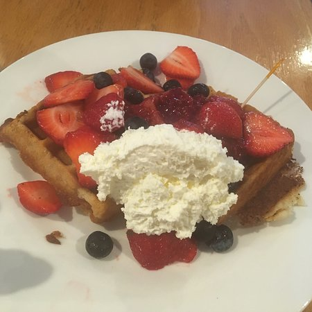 Ballston Spa, Estado de Nueva York: Vegan waffle with mixed berries