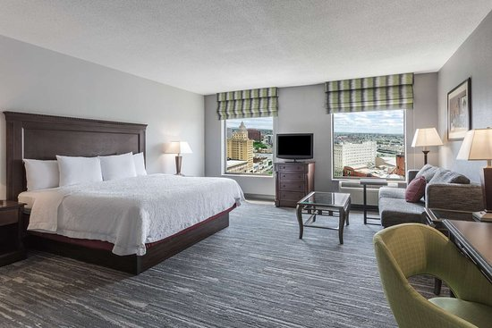 Hampton Inn & Suites Newark-Harrison-Riverwalk