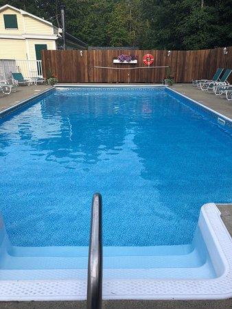 Cromwell Harbor Motel : Pool