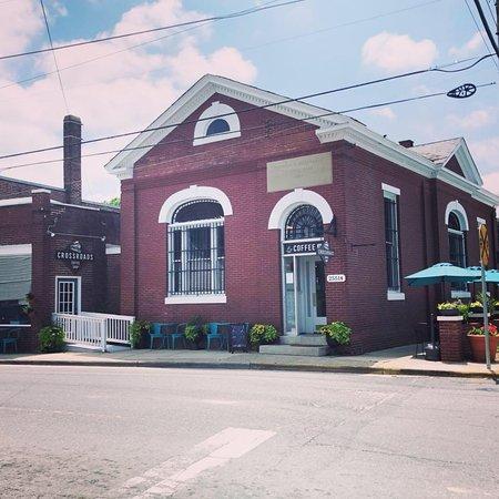 Onley, Вирджиния: Outside View of Crossroads Coffee Shop
