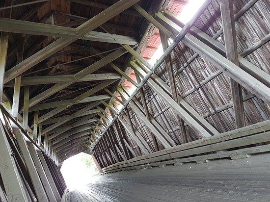 Notre-Dame-de-Stanbridge, Kanada: LA structure du pont