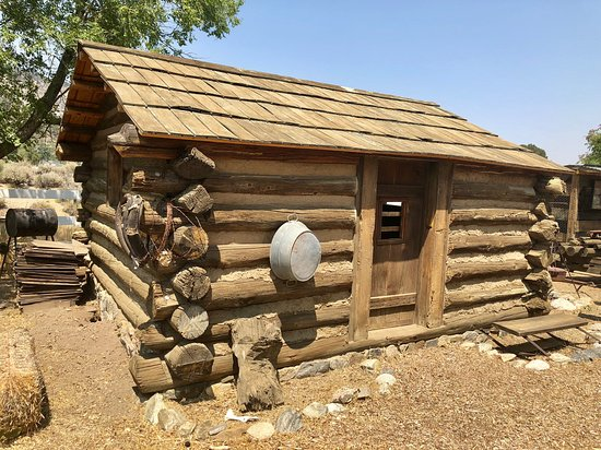 Frazier Park, Калифорния: Actual historical log cabin relocated to museum