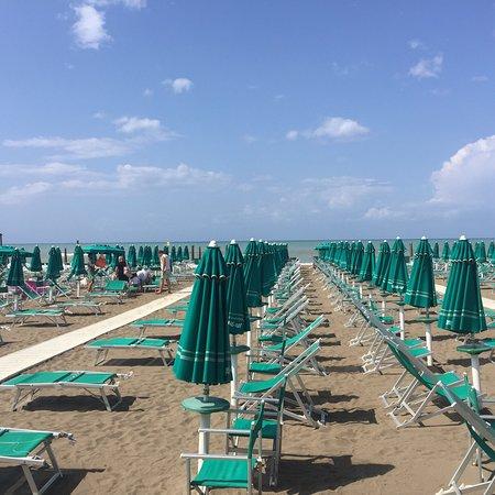 Shangri la marina di castagneto carducci restaurant reviews phone number photos tripadvisor - Bagno shangri la castagneto ...